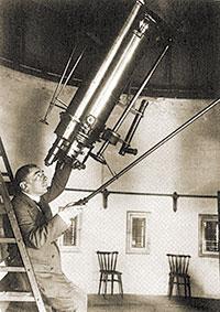 Josep Comas i Solà al telescopi de l'Observatori Fabra (Barcelona).