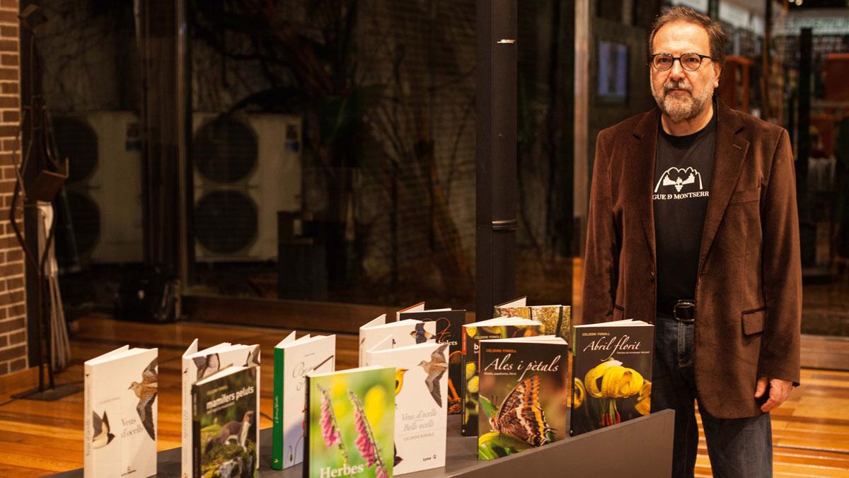 Celdoni Fonoll amb alguns dels seus llibres