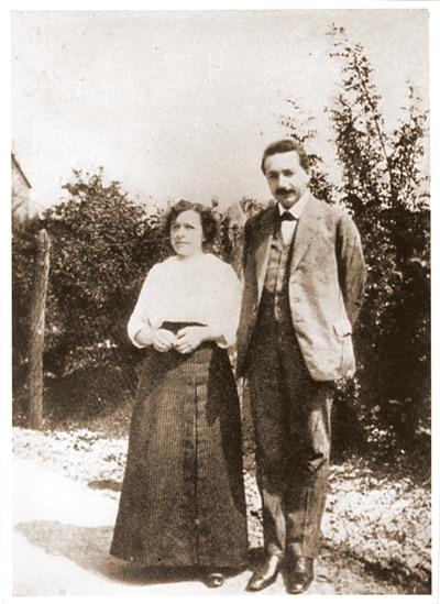 Mileva Marić i Albert Einstein, en una imatge presa a Kac (Sèrbia) en 1905