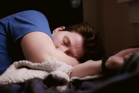 persona dormint per què somniem