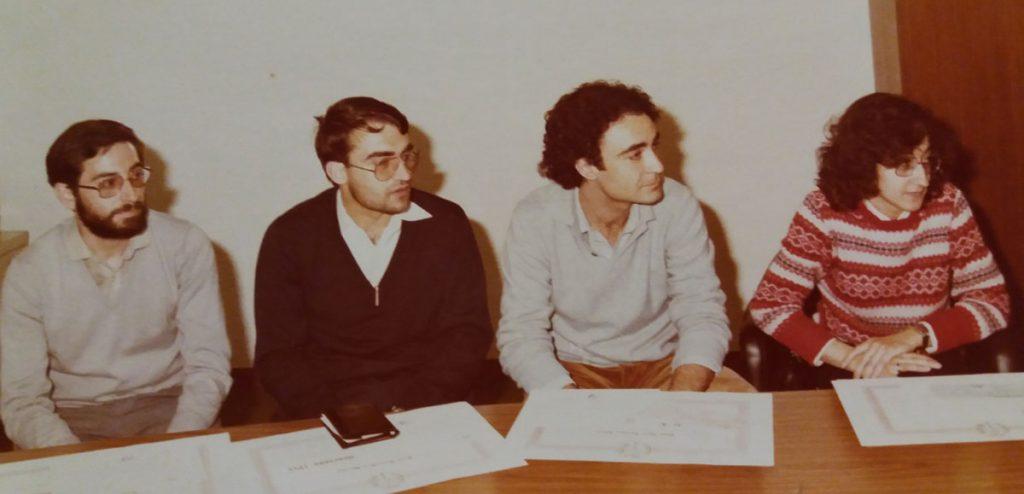 En 1981, recollint el Premi Roel de l'Institut Mèdic Valencià. D'esquerra a dreta, Joan Micó, Josep Bernabeu-Mestre, Josep Lluís Barona i María José Báguena